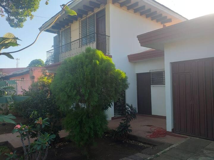 Alquiler casa entera,  León, Nicaragua