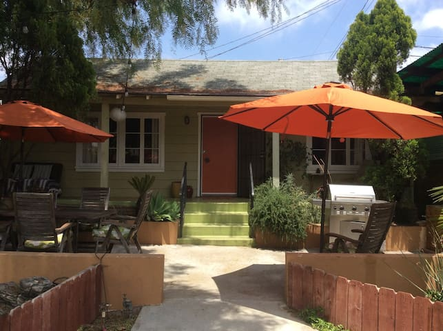 Los Feliz Private Home w/Gated Parking & Yard, AC