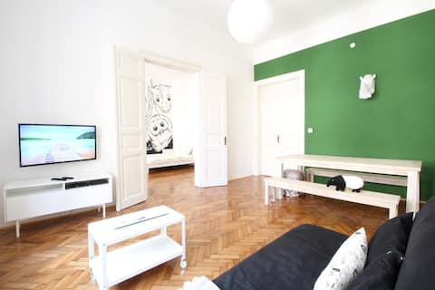 Spacious Living Room :: Flat Screen TV :: World Channels :: Secured Broadband WiFi Internet