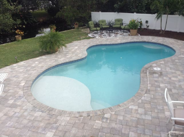 Charming pool home close to downtwn
