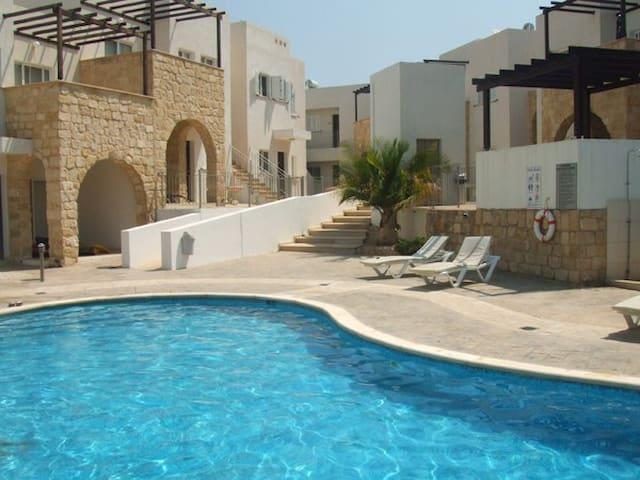 Spacious & Modern 2 Bedroom Apartment in Peyia.