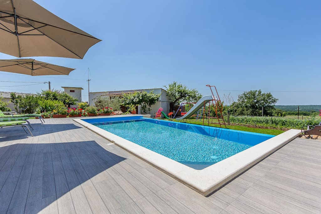 Pool 32m2 with salty water