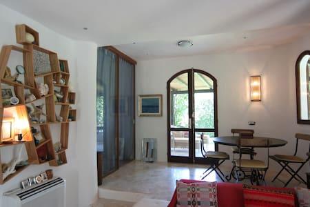 Villa Olivia (or, little jewel!) - Punta Sardegna - Casa de camp