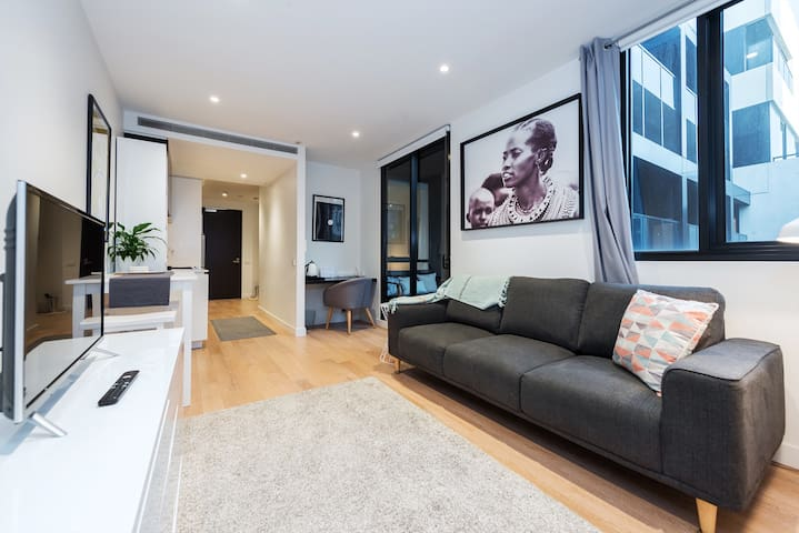 Luxury 1 Bed unit BEST LOCATION IN SOUTH YARRA