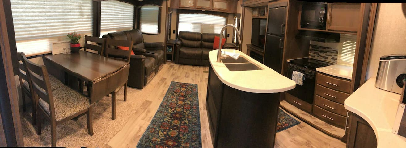 Spacious RV - You rent RV site, we deliver to you!