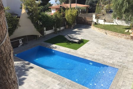 Charming villa,  private pool and guest apartment - Cabrils - Hus