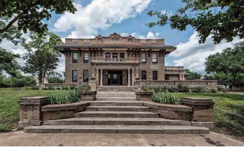 10,000 SQ FT Down Town Waco Mansion!