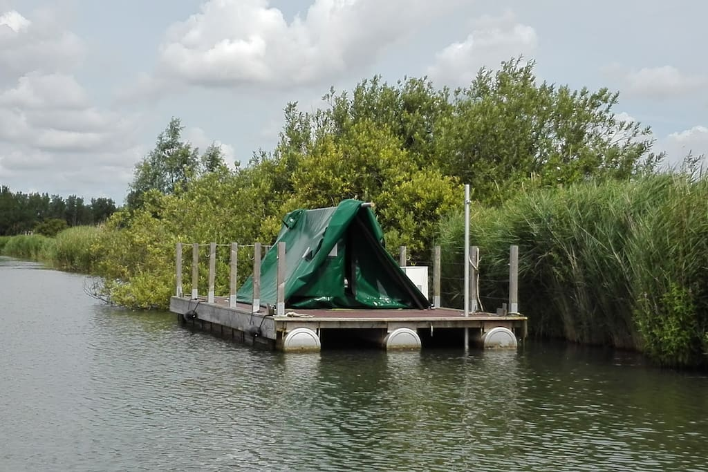 The tent on a 18m2 raft