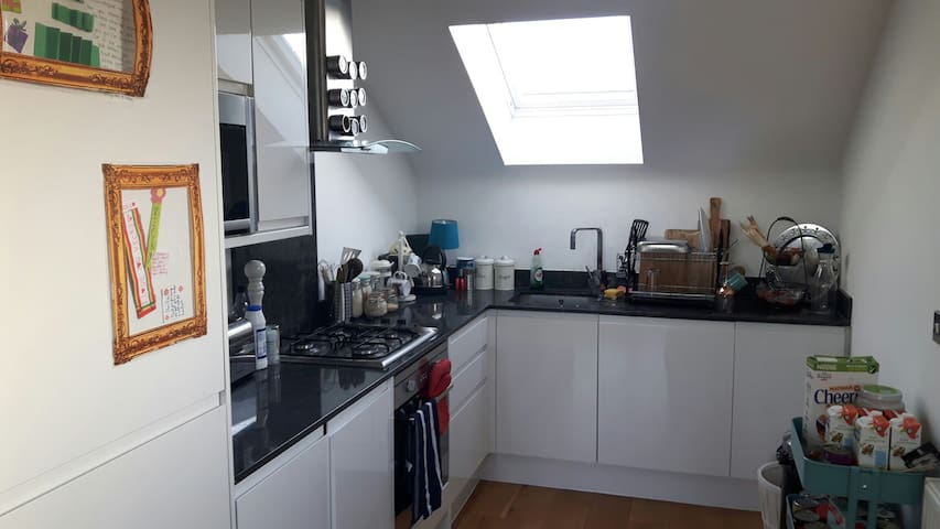 Bright modern 1 bed-Piccadilly line - Londres - Appartement