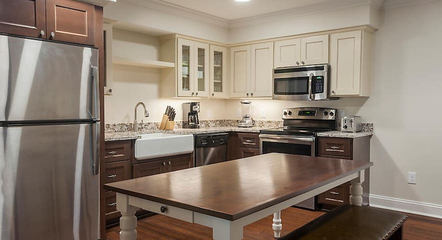 Walking distance to Colonial Williamsburg!