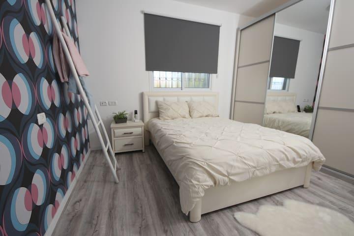Отдельная спальня номер 2 в апартаментах