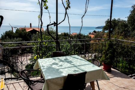 Quaint apt with sea view (for 2-3) - Sveti Stefan - 公寓