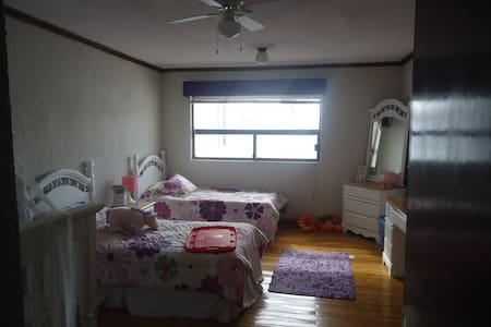 2 twin bed room in heart of Center - 杜蘭戈 - 獨棟