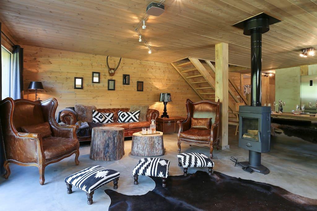 Salon et le poêle à bois