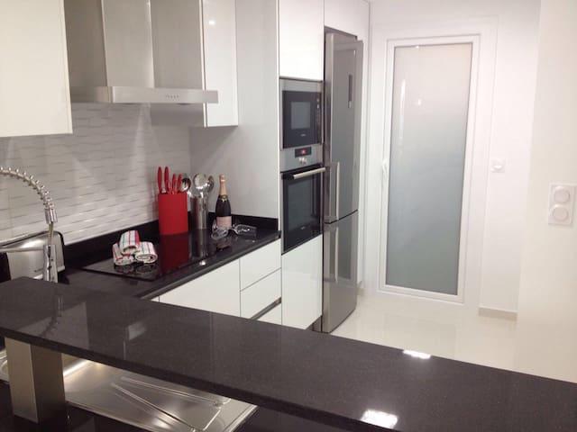 Amazing Sea Front Apartment - Torrevieja - Apartamento