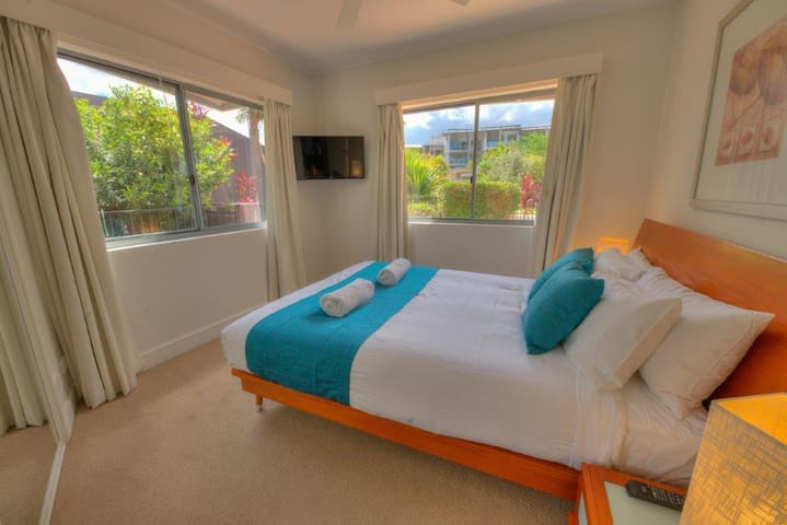 Waterline Getaway! Beachfront apartment with pool