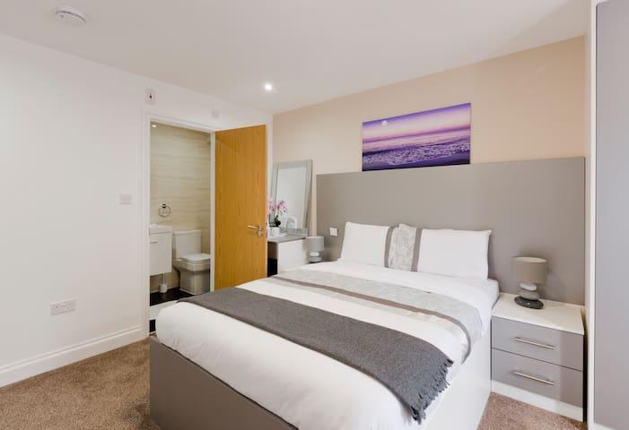 Dble Bedroom Near Heathrow Airport - Hounslow - Bed & Breakfast