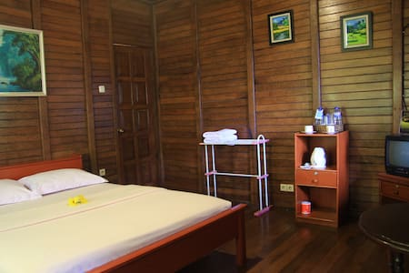Charming cottage with veranda in North Sulawesi - North Tomohon - 別荘
