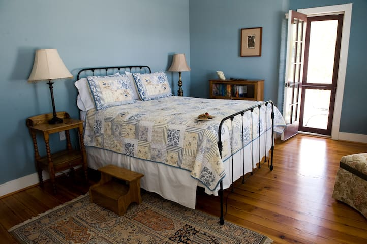 Room at Brewery, the Thyme Room - Hopkins Ordinary Bed, Breakfast & Ale Works