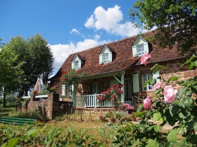 Le Rouchil Tudeils Beaulieu/Dordogn - TUDEILS Beaulieu-sur-Dordogne - Rumah