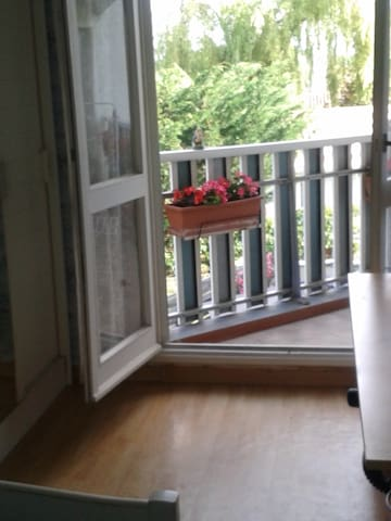 Chambre claire donnant sur balcon - Mérignac