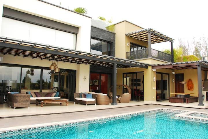 Casa Regina- Luxury Estate/ Estadia de Lujo