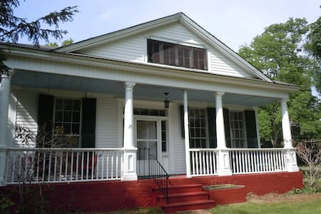 The Maple Street House - Gilbertsville - Ev