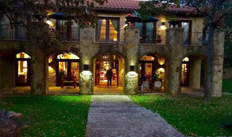 Ski Shores Villa - Austin - Casa