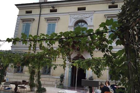 Villa storica con camere e ristorante - Castelnuovo - Villa