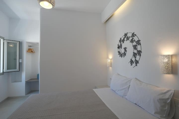 BRAND NEW DOUBLE ROOM IN FIRA CENTER