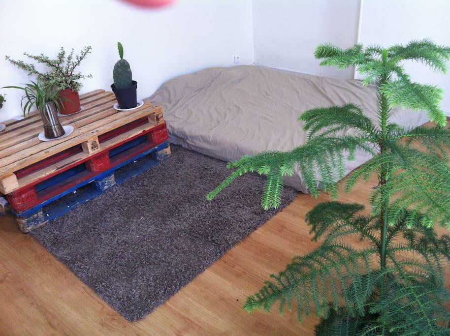 La chambre avec grand matelas 2 places