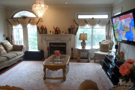 Big3 Bed 2.5 Bath Furnished, Wifi, Parking, Shops - Gaithersburg