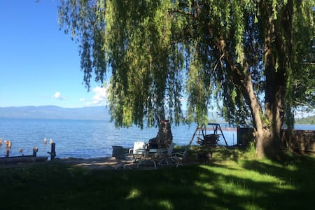 lakehouse 20 ft from flathead lake