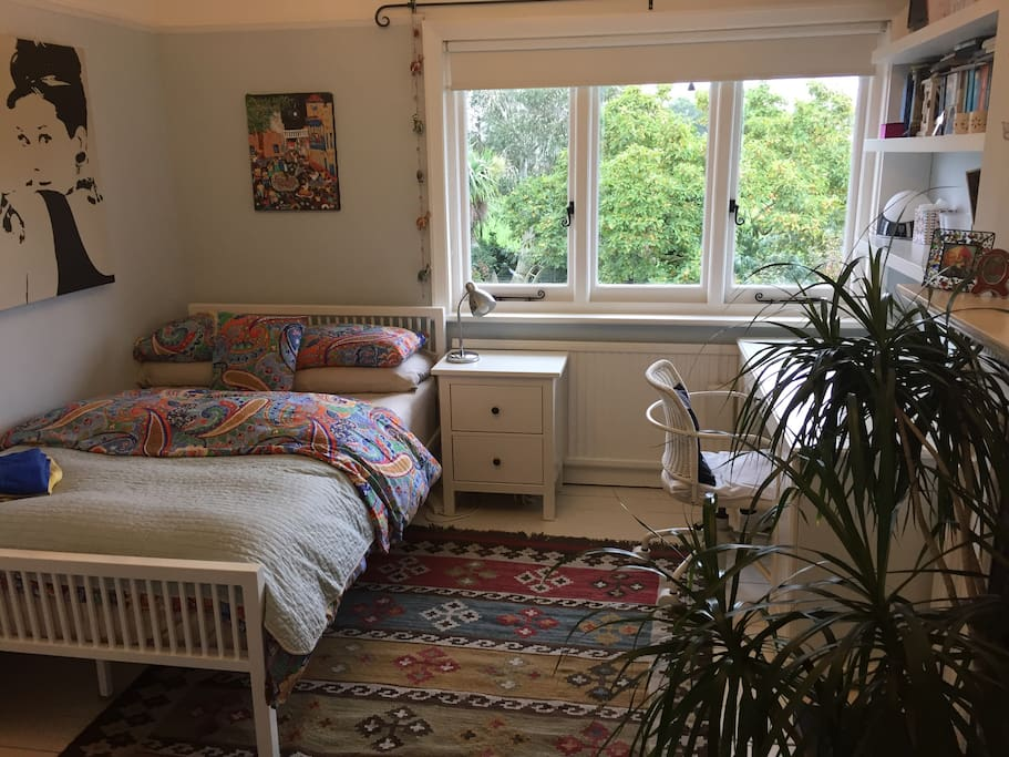Sunny and quiet double bedroom