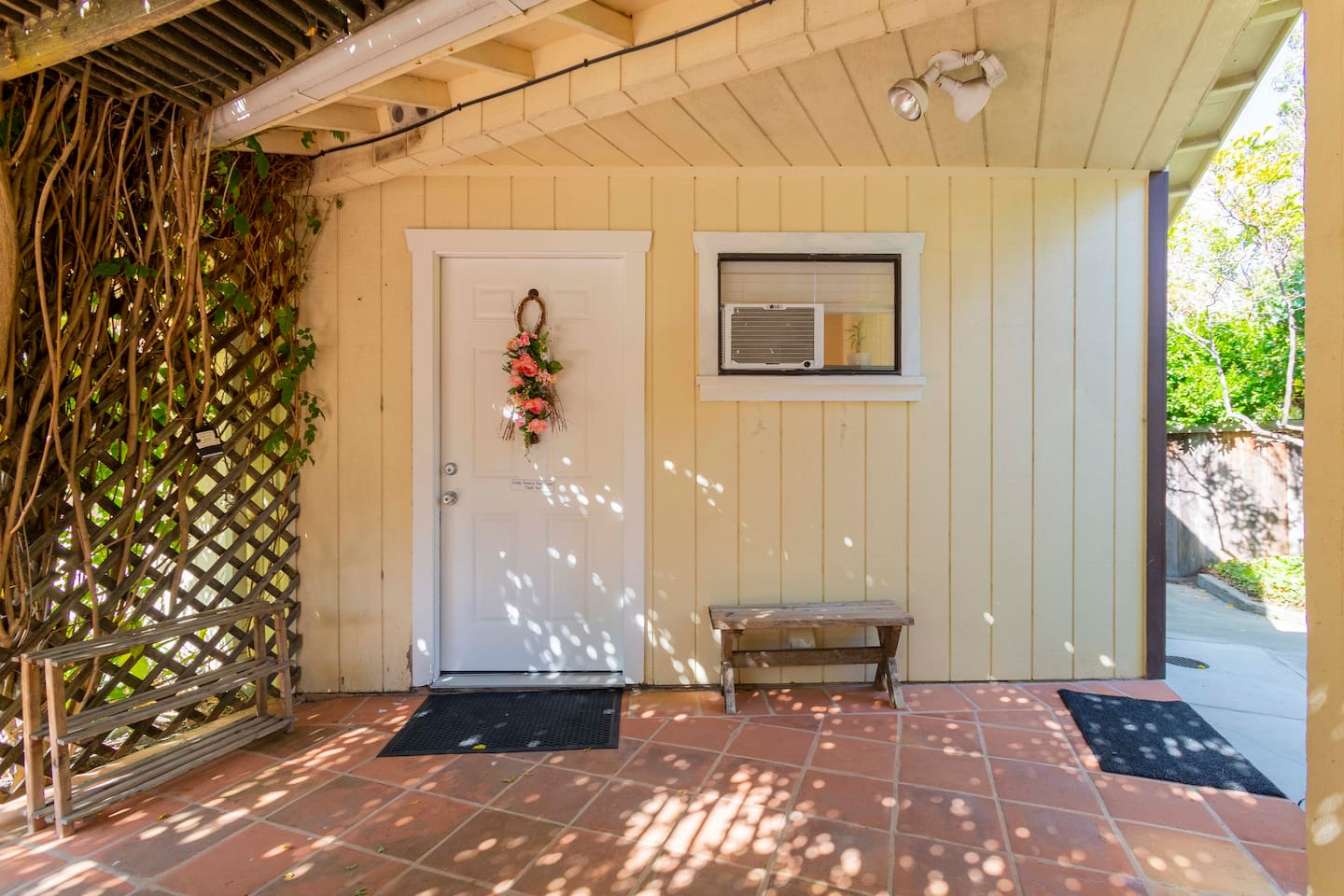 Sweet studio cottage - your home away from home