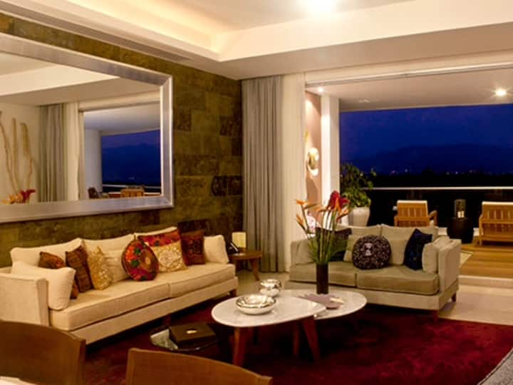 LUXURY VILLAS TO MEET YOUR WANTS AND NEEDS!