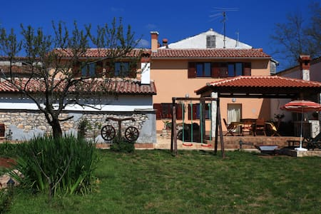 Holiday house for 10 | from 9€/bed - Pula - House