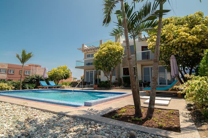 Casa Tesoro, 6 Bed Exec Ocean Front Villa @ MSJ