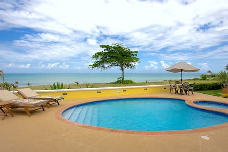 Luxury Seafront Villa with Pool & Hot Tub & Staff - Duncans - 別荘