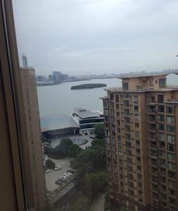 Great location . Lake view - Suzhou - Apartamento
