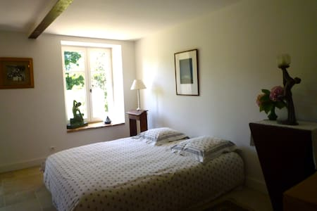 Chambre double en Beaujolais - La Chapelle-de-Guinchay - Bed & Breakfast