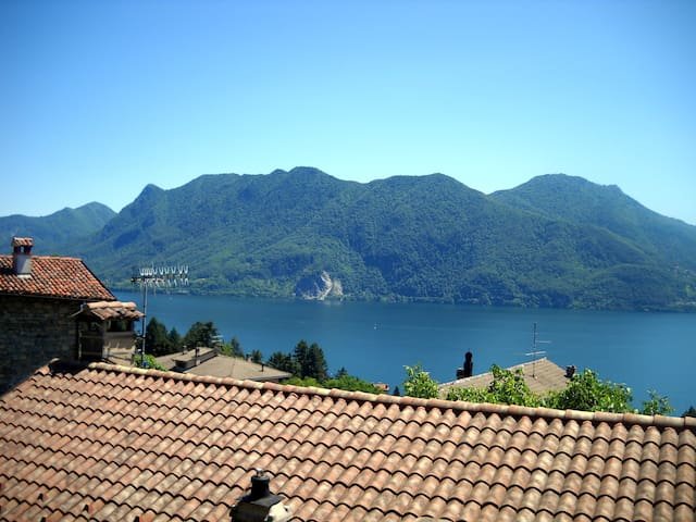 Wonderful lake view, big apartment - Ghiffa - Dom