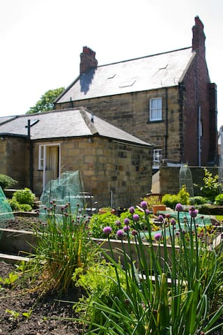 Lovely Cottage, with parking in Central Alnwick - Alnwick - Huis