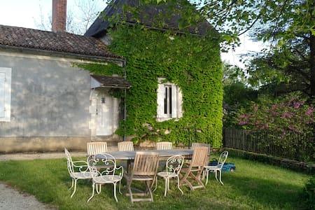 Maison ancienne avec piscine - Saint-Vincent-sur-l'Isle