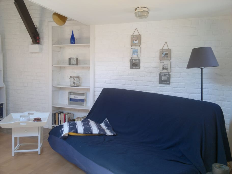 Charming studio near bru airport chambres d 39 h tes for Chambre airport