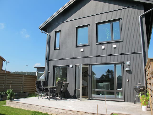 Villa på Bärnstensvägen - Kungsbacka - Huis
