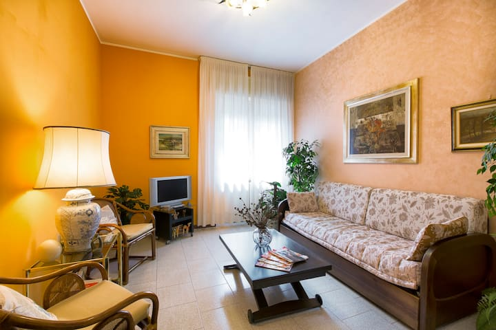"50mt from METRO, FREE PARKING+WIFI,AC,smart TV 43"" - Milão - Apartamento"