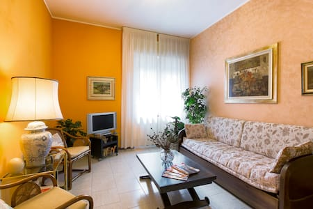 "2 ROOMS A/C,METRO,WIFI,43""SMART TV,PARKING - Milano"