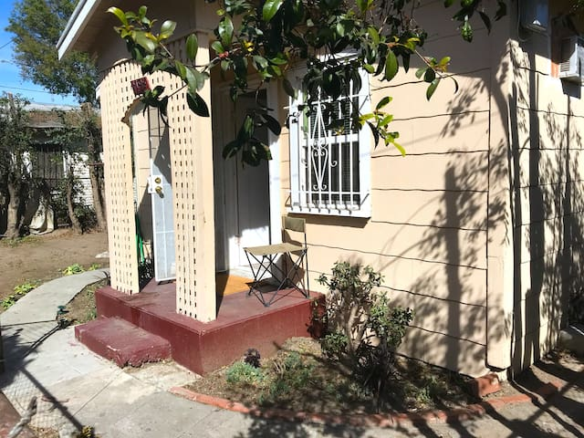 LOCATION! Heart Of Los Angeles! Entire House!
