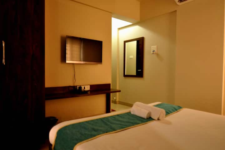 #Sanitized King Room With TV, AC & Wifi+BF@kharadi